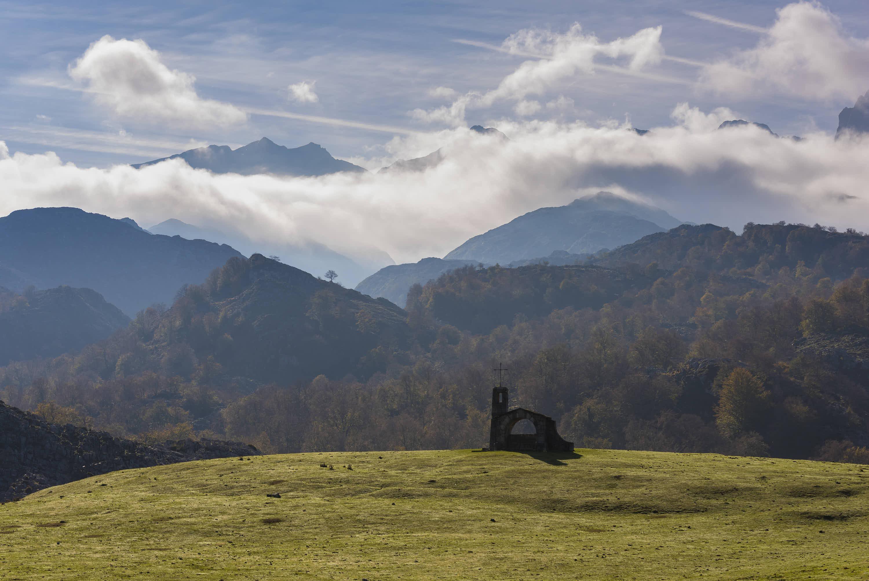 Ermita del Buen Pastor en la Vega de Enol cerca de Cangas de Onis, Asturias
