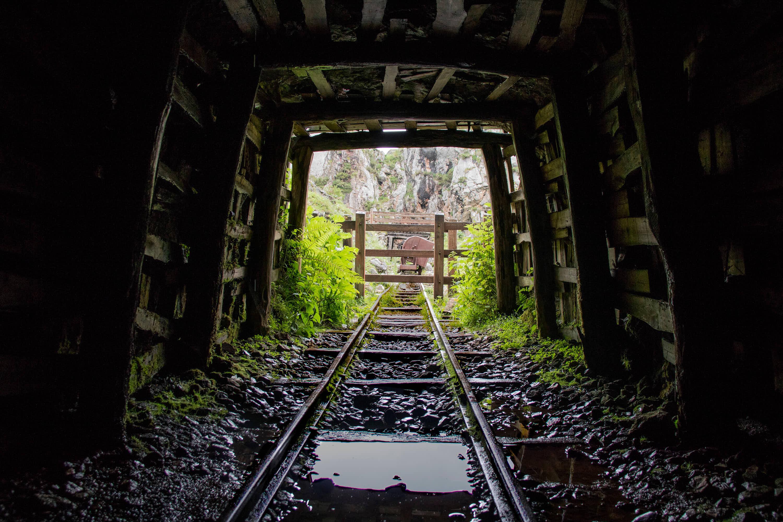 Tunel en las antiguas Minas de Buferrera, cerca de Cangas de Onis, Asturias
