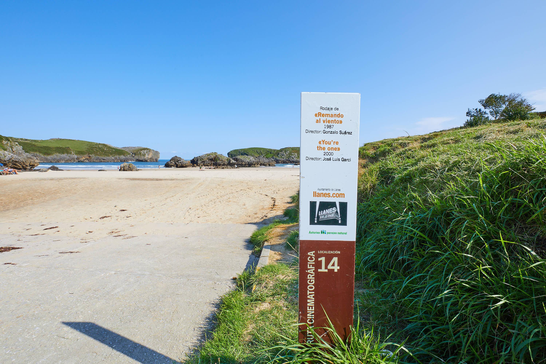 Llanes de cine en la Playa de Borizo, en Celorio, Llanes, Asturias