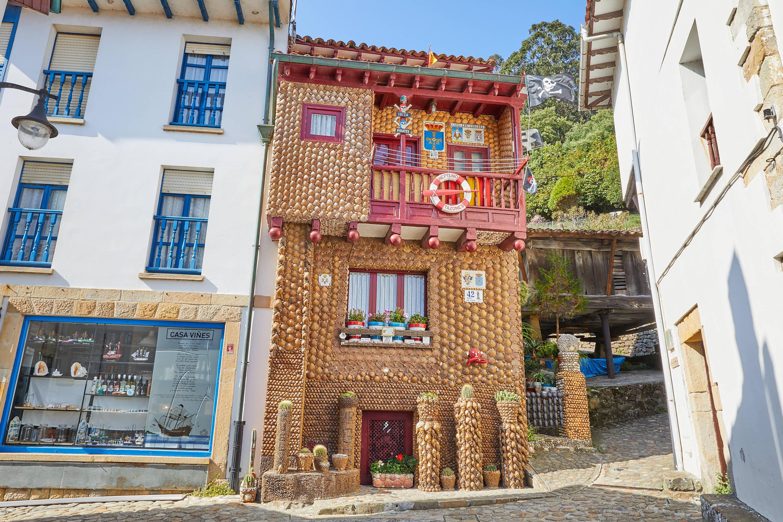 Casa de las Conchas en Tazones, Villaviciosa, Asturias