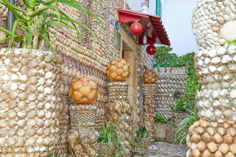 Entrada a la Casa de las Conchas en Tazones, Villaviciosa, Asturias