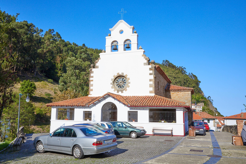 Iglesia de San Miguel en la villa de Tazones, Villaviciosa, Asturias