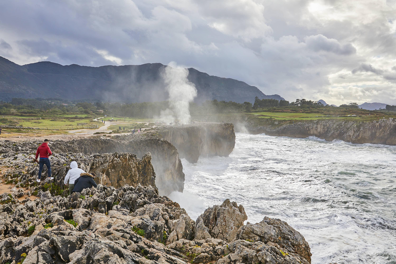 Chorro en los Bufones de Pría, en Llames, Llanes, Asturias