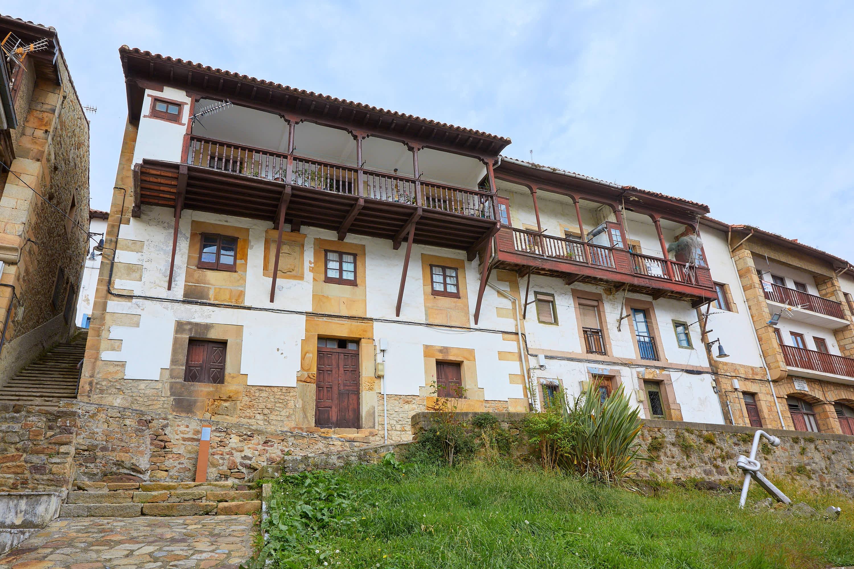 Casa Don Pedro Suerpérez en Lastres, Colunga, Asturias