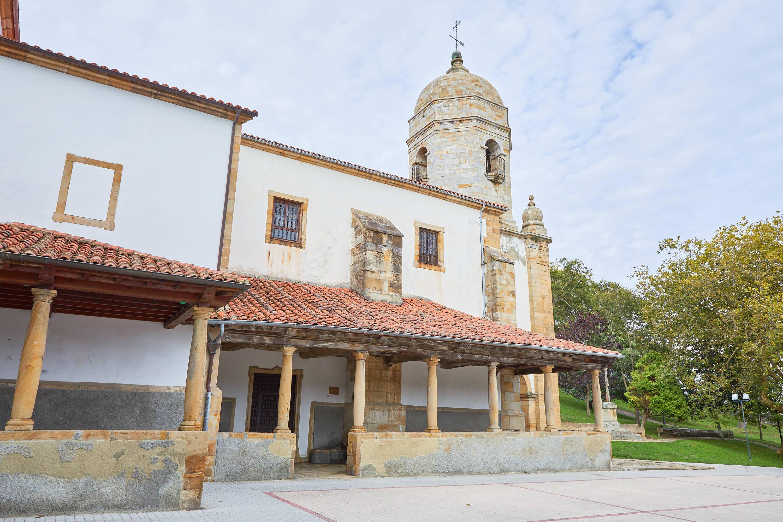 Iglesia Santa María de Sábada en Lastres, Colunga, Asturias