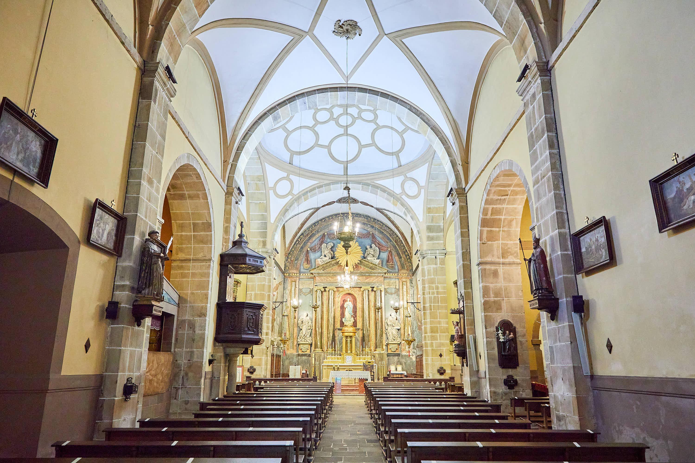 Interior de la Iglesia Santa María de Sábada en Lastres, Colunga, Asturias