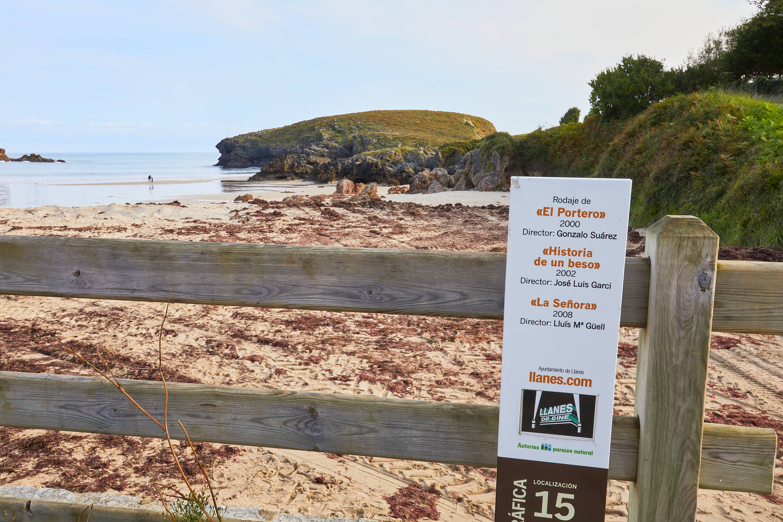 Señal de Llanes de Cine en la Playa de Barro, Asturias