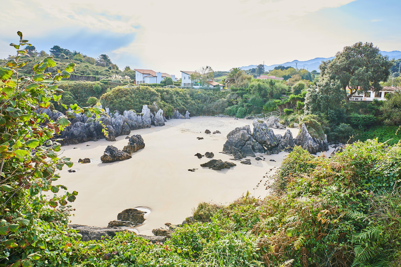 Playa de Sorraos desde arriba, en Barro, Llanes, Asturias