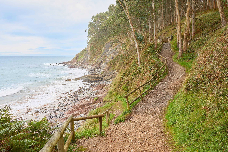 7 Senda Costera hacia el yacimiento de icnitas con huellas de dinosaurio en la Playa de La Griega, Colunga, Asturias