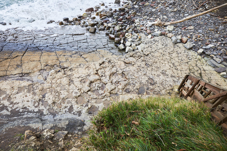 Principal area del yacimiento de icnitas de la Playa de La Griega, Colunga, Asturias