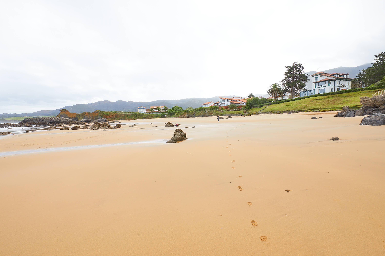 Marea baja en la Playa de El Barrigón, Colunga, Asturias