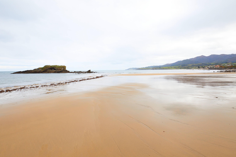 El Peñón de la Playa de La Isla, Colunga, Asturias