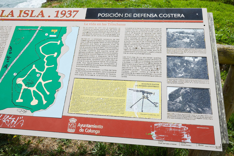 Panel informativo de las trincheras de la Guerra Civil en La Isla, Colunga, Asturias
