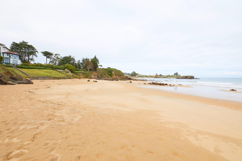 Playa de El Barrigón y El Peñón de La Isla, Colunga, Asturias