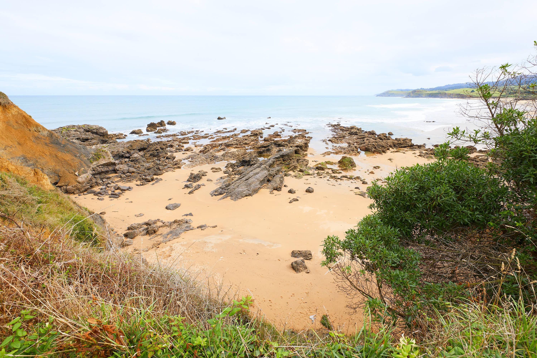 Punta del Cuervo junto a la Playa de El Barrigón, Colunga, Asturias