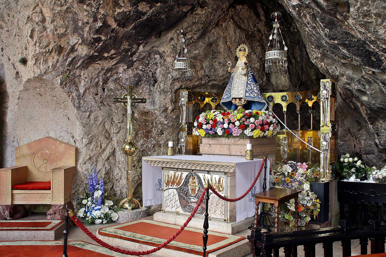 La Virgen en el Santuario de Covadonga, en Cangas de Onis, Asturias
