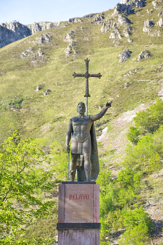 Estatua de Pelayo en el Santuario de Covadonga, Cangas de Onís, Asturias
