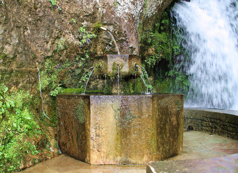 Fuente de los 7 Caños en el Santuario de Covadonga, Cangas de Onís, Asturias