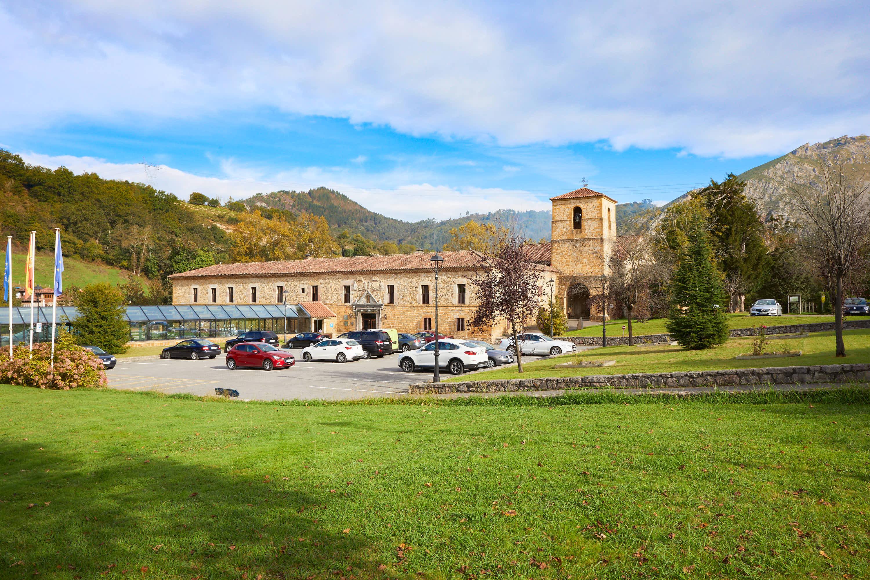 Monasterio de San Pedro de Villanueva, en Cangas de Onís, Asturias
