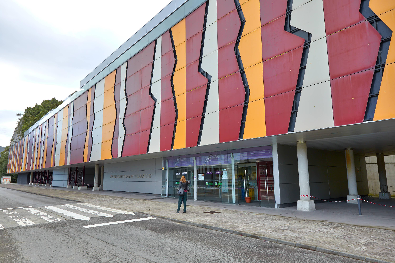 Fachada del Centro de Arte Rupestre Tito Bustillo en Ribadesella, Asturias