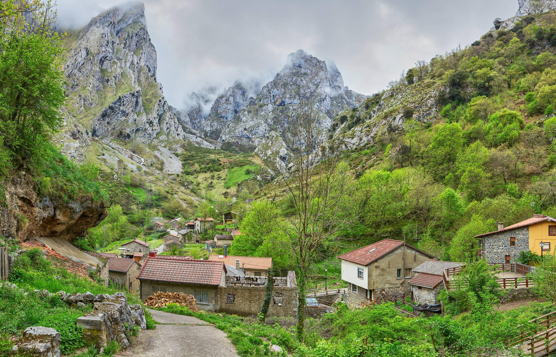 Villa de Caín (León), en la Ruta del Cares hasta Poncebos (Asturias)