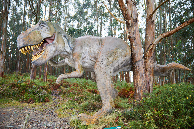 Maqueta de dinosaurio Tyrannosaurus en el Museo del Jurásico de Asturias, MUJA, Colunga