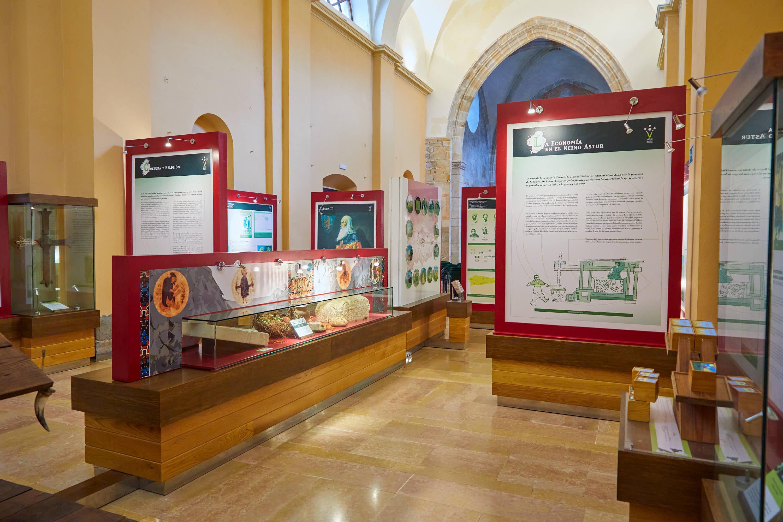 Vista general de la exposición del Aula del Reino en Cangas de Onís, Asturias