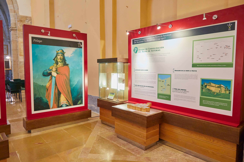 Detalle de la exposición en el Aula del Reino en Cangas de Onís, Asturias