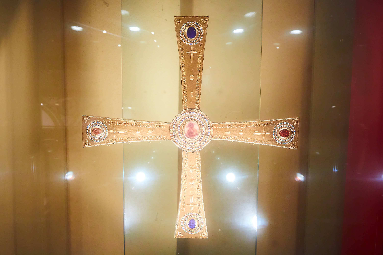 Cruz de los Ángeles en la exposición del Aula del Reino en Cangas de Onís, Asturias