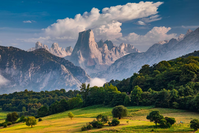 Precioso paisaje del Naranjo de Bulnes o Pico Urriellu, en Asturias