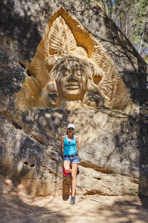 Escultura Krishna, en la Ruta de las Caras, Buendía, Cuenca, Castilla La Mancha