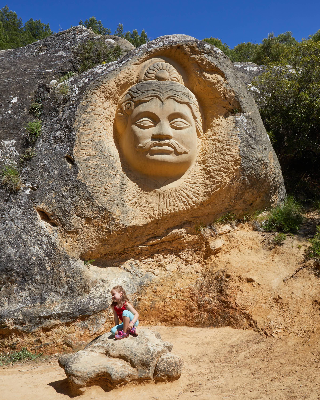 Escultura Arjuna, en la Ruta de las Caras, Buendía, Cuenca, Castilla La Mancha