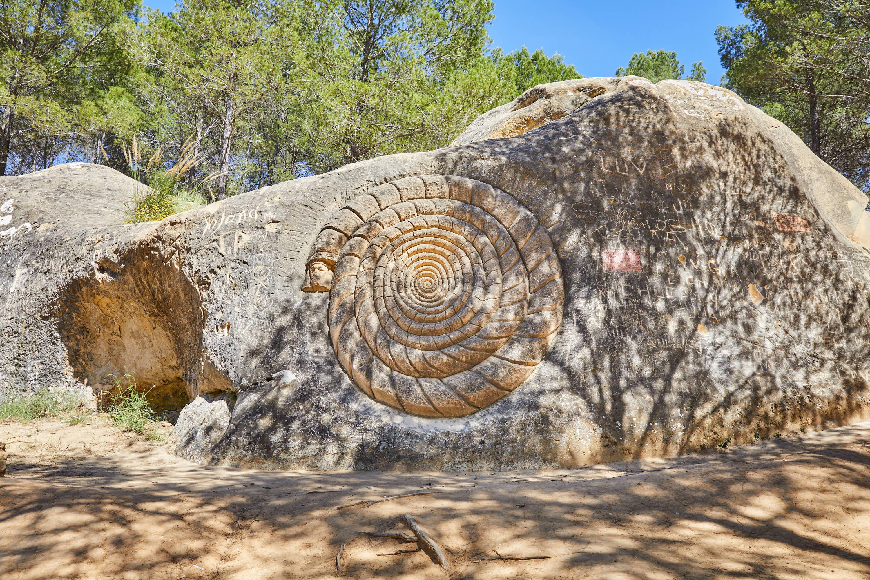 Escultura Espiral de Brujo, en la Ruta de las Caras, Buendía, Cuenca, Castilla La Mancha