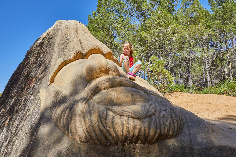 Escultura Chemary, en la Ruta de las Caras, Buendía, Cuenca, Castilla La Mancha