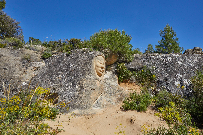 Escultura La Monja, en la Ruta de las Caras, Buendía, Cuenca, Castilla La Mancha