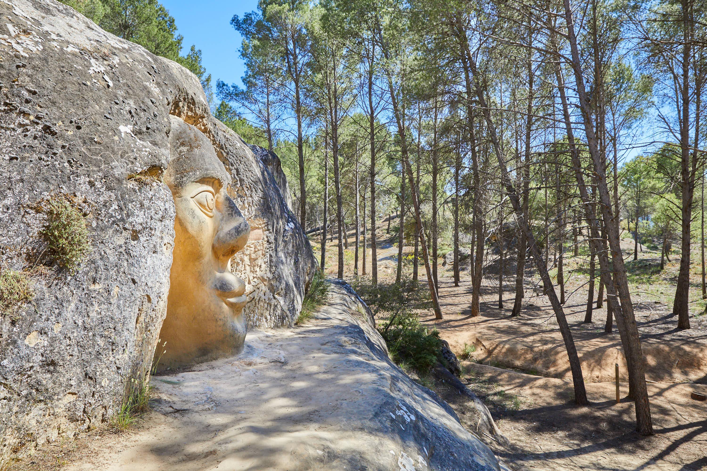 Lateral de la escultura Chamán, en la Ruta de las Caras, Buendía, Cuenca, Castilla La Mancha