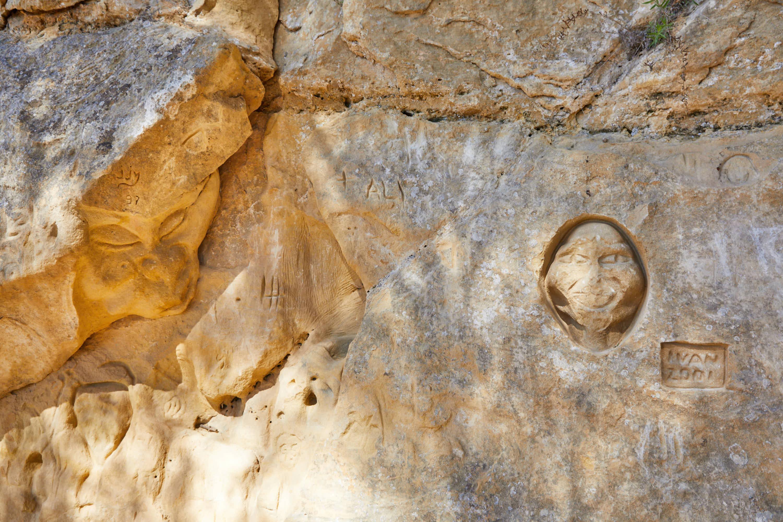Escultura Duendes, en la Ruta de las Caras, Buendía, Cuenca, Castilla La Mancha