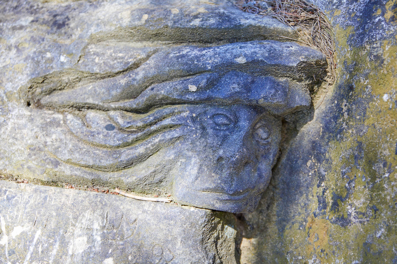 Escultura Duende Indio, en la Ruta de las Caras, Buendía, Cuenca, Castilla La Mancha
