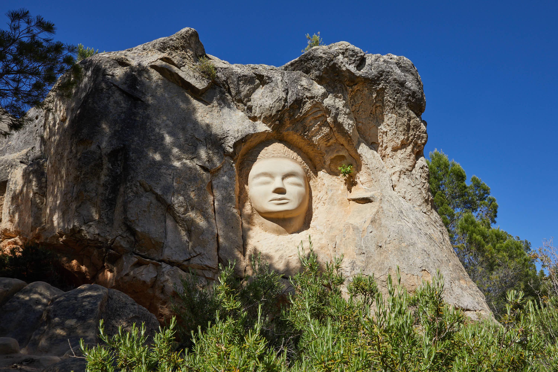 Escultura Dama del Pantano, en la Ruta de las Caras, Buendía, Cuenca, Castilla La Mancha