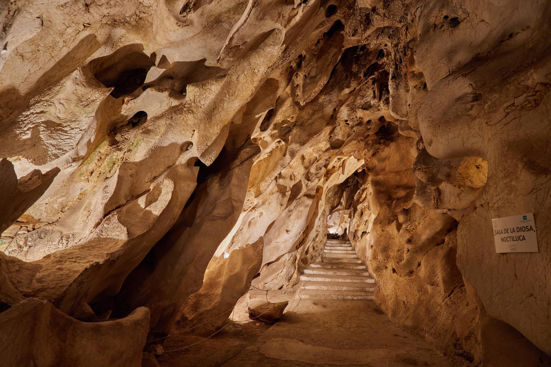 Sala diosa Noctiluca en la Cueva del Tesoro en Rincon de la Victoria, Malaga, Andalucia, España