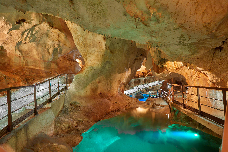 Dos lagos en la Cueva del Tesoro en Rincon de la Victoria, Malaga, Andalucia, España