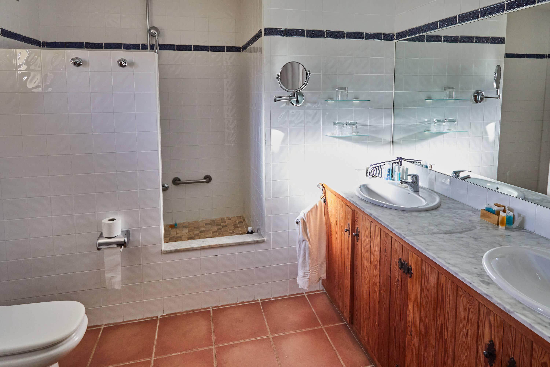 Baño de habitación del Hotel Cortijo El Sotillo en SanJose, Cabo de Gata, Nijar, Almeria, Andalucia