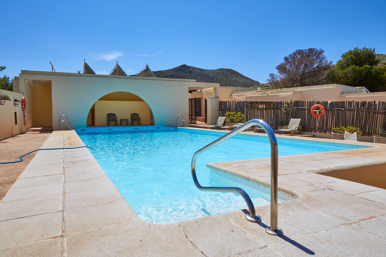Escalones de acceso a la piscina del Hotel Cortijo El Sotillo en SanJose, Cabo de Gata, Nijar, Almeria, Andalucia