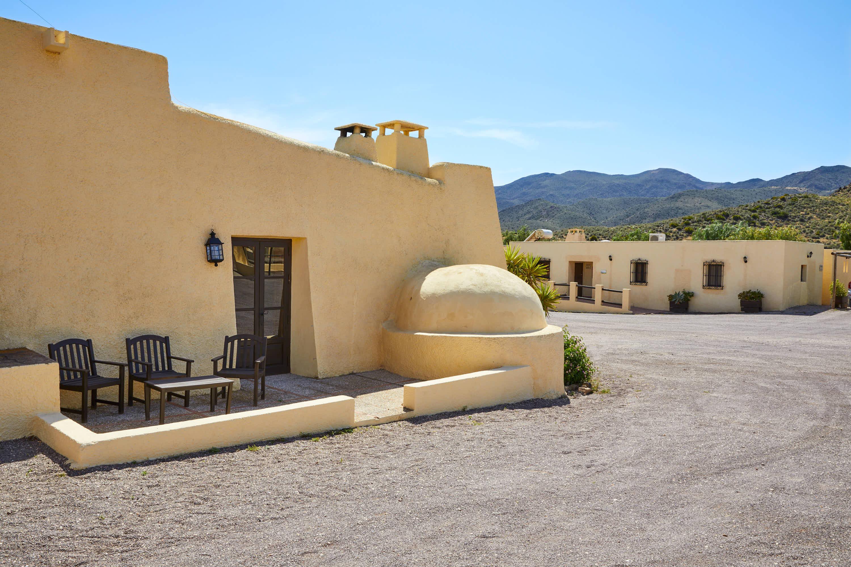 Exterior del bar cafetería del Hotel Cortijo El Sotillo en SanJose, Cabo de Gata, Nijar, Almeria, Andalucia