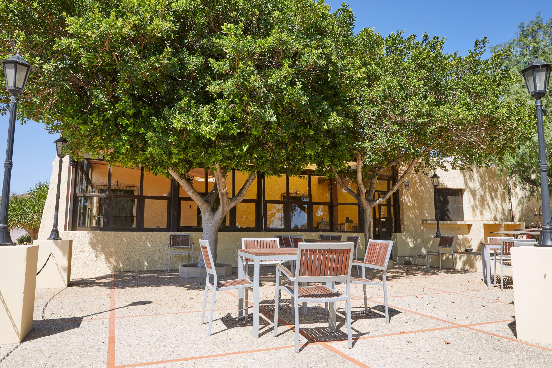 Terraza del restaurante del Hotel Cortijo El Sotillo en SanJose, Cabo de Gata, Nijar, Almeria, Andalucia