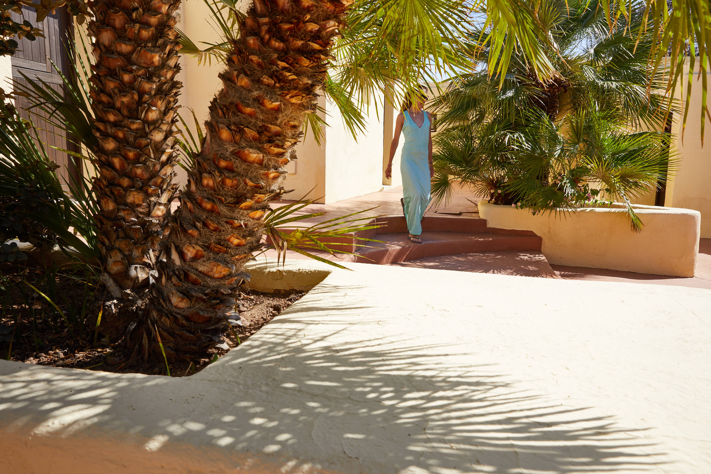 Andando por el Hotel Cortijo El Sotillo en SanJose, Cabo de Gata, Nijar, Almeria, Andalucia