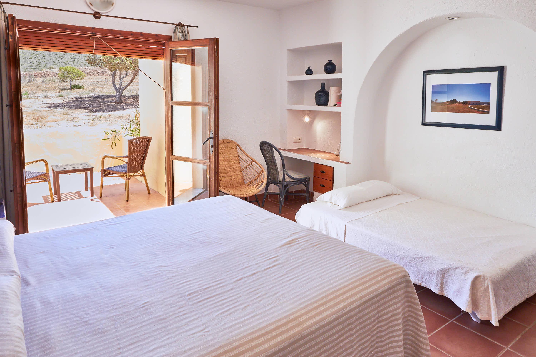 Habitación con cama supletoria del Hotel Cortijo El Sotillo en SanJose, Cabo de Gata, Nijar, Almeria, Andalucia