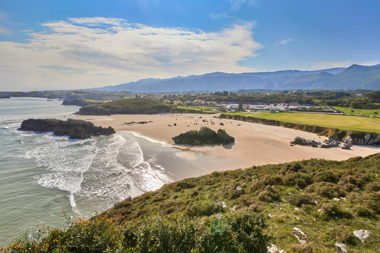 Playa de Borizo desde el Mirador, en Celorio, Llanes, Asturias