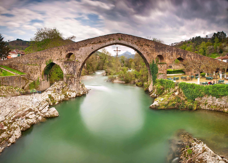 Famoso puente icono de Cangas de Onis