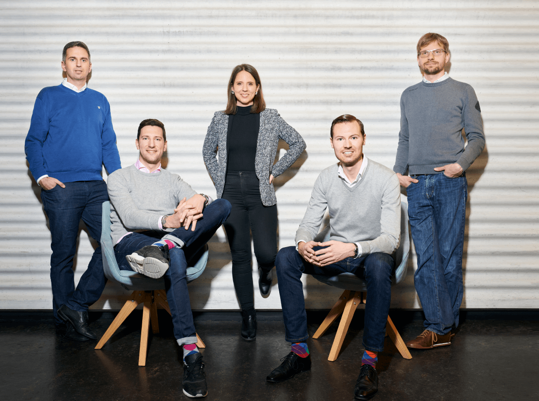 Standing from left to right: Thomas Inhelder (CFO), Melanie Gabriel (CMO), Dr. Devis Lussi (CTO). Sitting from left to right: Lars Mangelsdorf (CCO), Philippe Sahli (CEO).